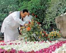 Three Sinhale Puthra President Rajapaksa of Ruhuna paying tribute to the Supreme Leader