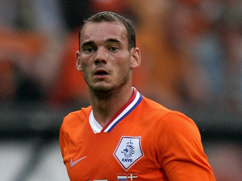 wesley sneijder wife. wesley sneijder dresses.