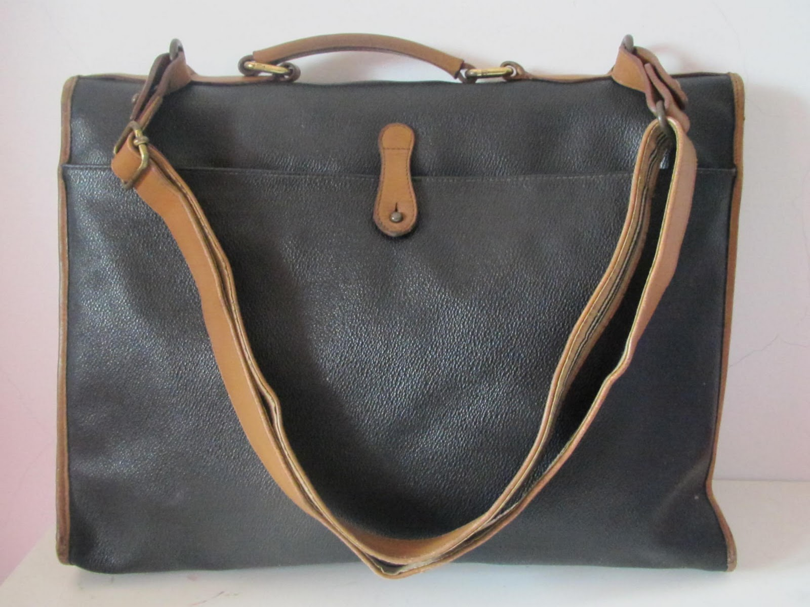This is very rare and Authentic Vintage Burberry Shoulder Bag. ee869bcf22