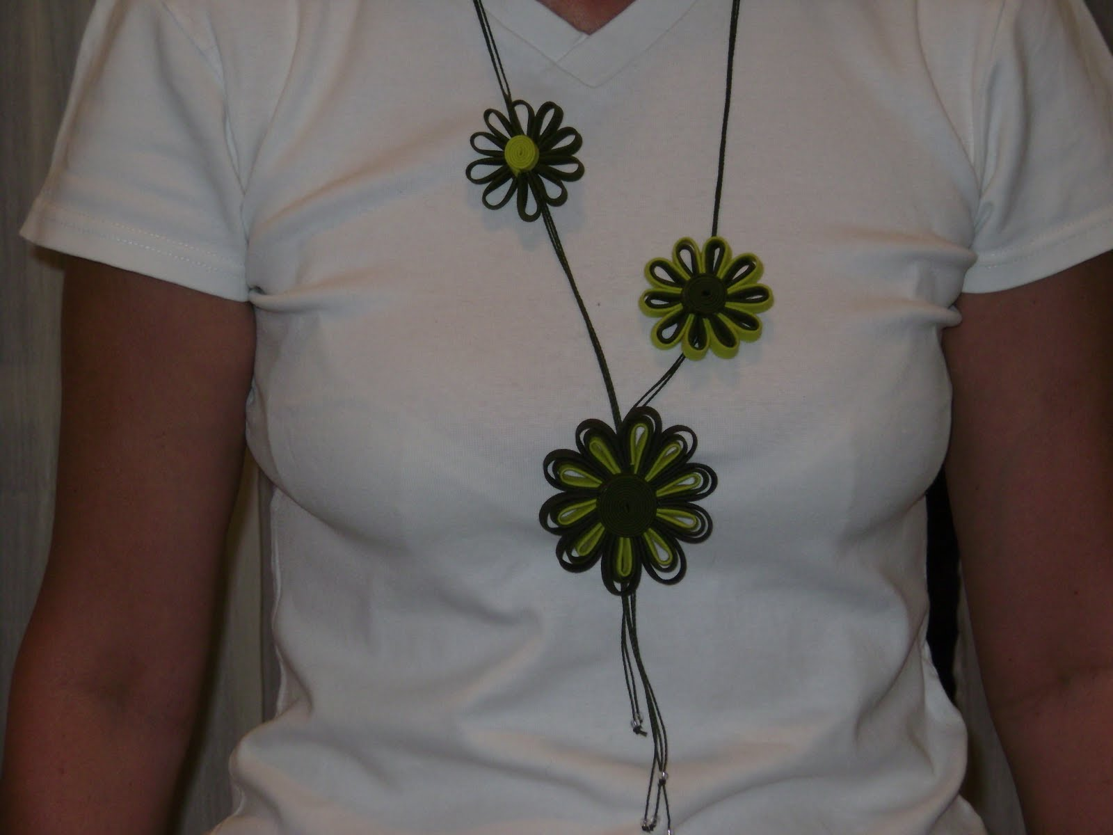 muestras de collares con flores
