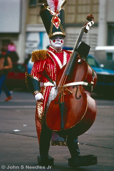 7_PHOTOJOURNALISM_ Mummer with bass