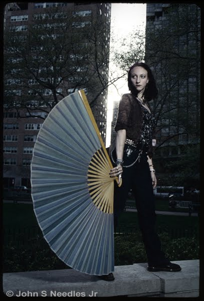 11_Fashion_Portrait Lady with a Fan Blue Period