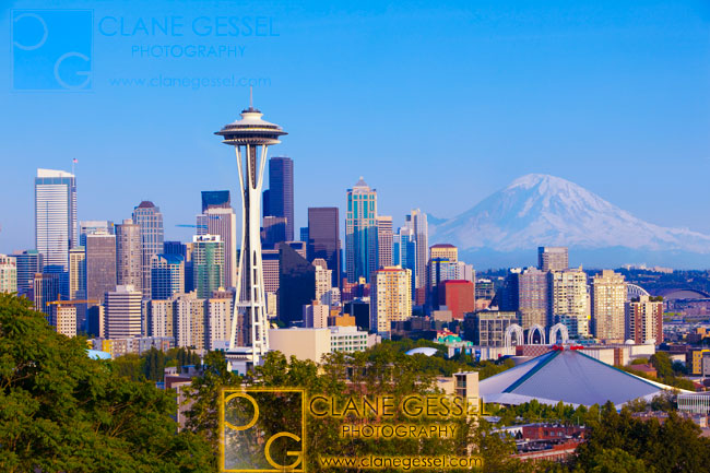 kerry park mount rainier view with the seattle cityscape