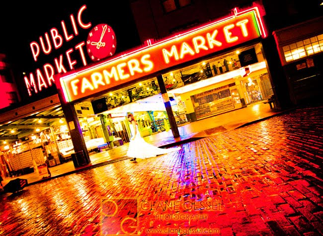 pike place wedding pictures, public market sign in the rain with a bride at night