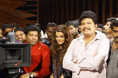 Endhiran-Movie-Party-Photos-Aishwarya-and-Shanker-4