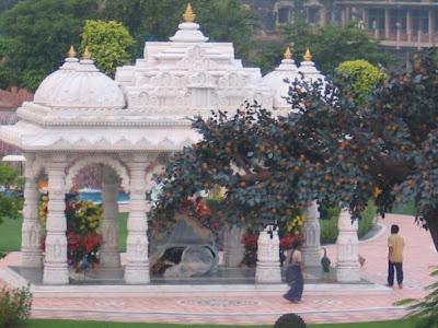 Barsana Dham Hindu Temple founded by Jagadguru Kripaluji Maharaj 8