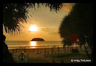 Coucher de soleil sur la plage de Kata Beach