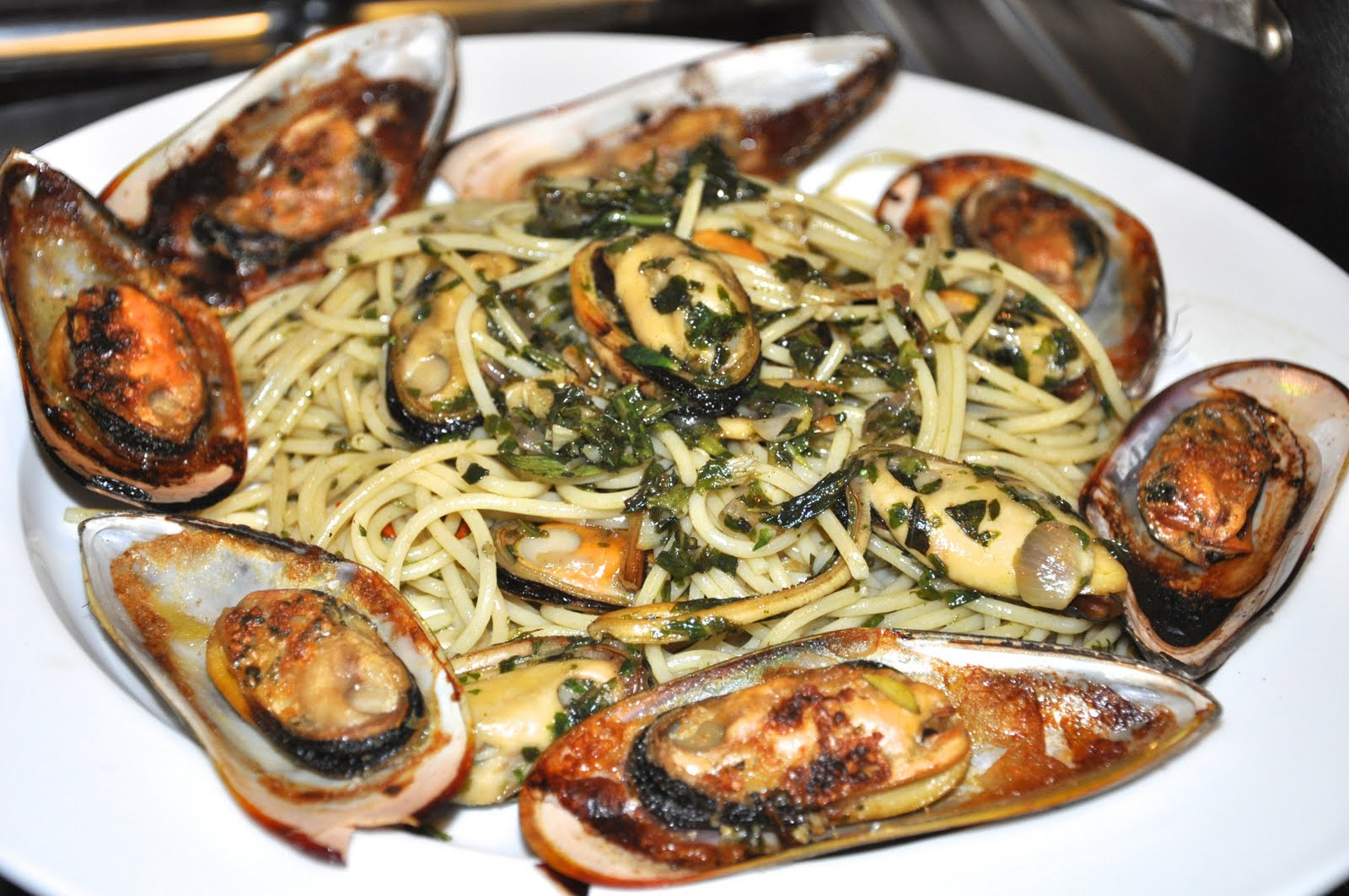 THE KITCHEN JOURNAL: Spaghetti With Mussels and Basil Pesto
