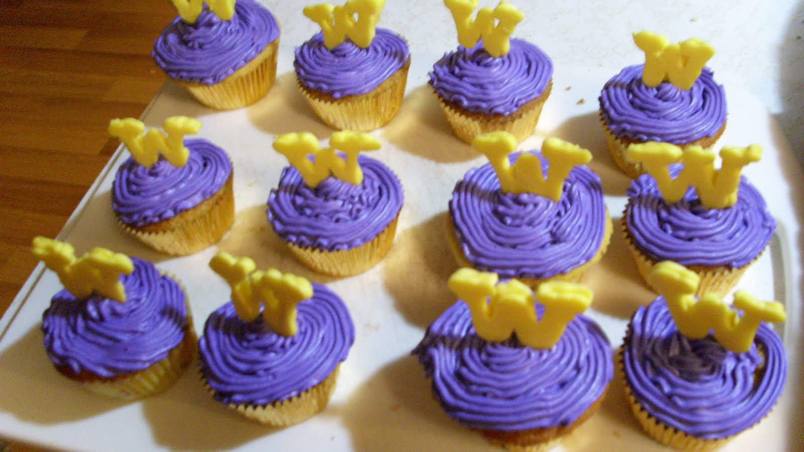 Couture Cakes by Kristen: UW Tailgate Cupcakes and WSU Cake