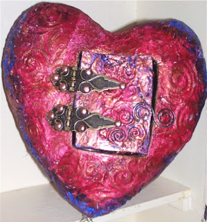 assemblage heart - paper casting exterior