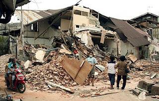 Padang (Indonesia) tras el terremoto de septiembre de 2009. Efe