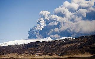 La nube de ceniza volcánica paraliza los cielos europeos. EFE
