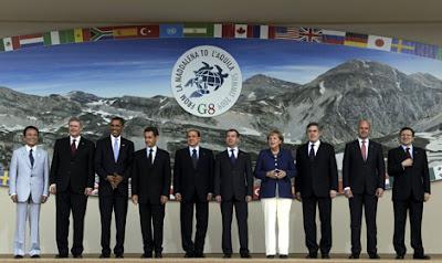 Los líderes del G-8 posando para la foto de grupo. AFP