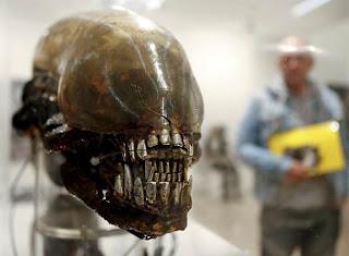 La cabeza de unos de los famosos alienígenas que Ridley Scott llevó al cine. EFE
