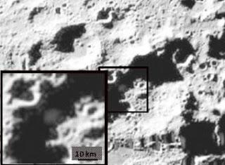 Hay agua en un cráter en permanente oscuridad en la Luna