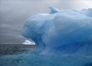 Un grupo de icebergs de la Antártida se aproxima a Nueva Zelanda
