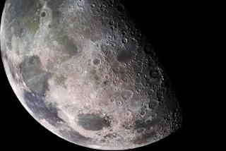 La Luna alberga mucho más agua de lo que se creía