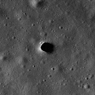 Pozo en las Colinas de Marius, de la Luna. Crédito de la fotografía: NASA/LROC/ASU
