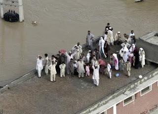 Las lluvias torrenciales causan casi 500 muertos en Pakistán y Afganistán