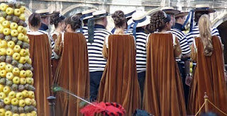 Gondoliers and maidens