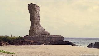 4+toed+statue+present.jpg
