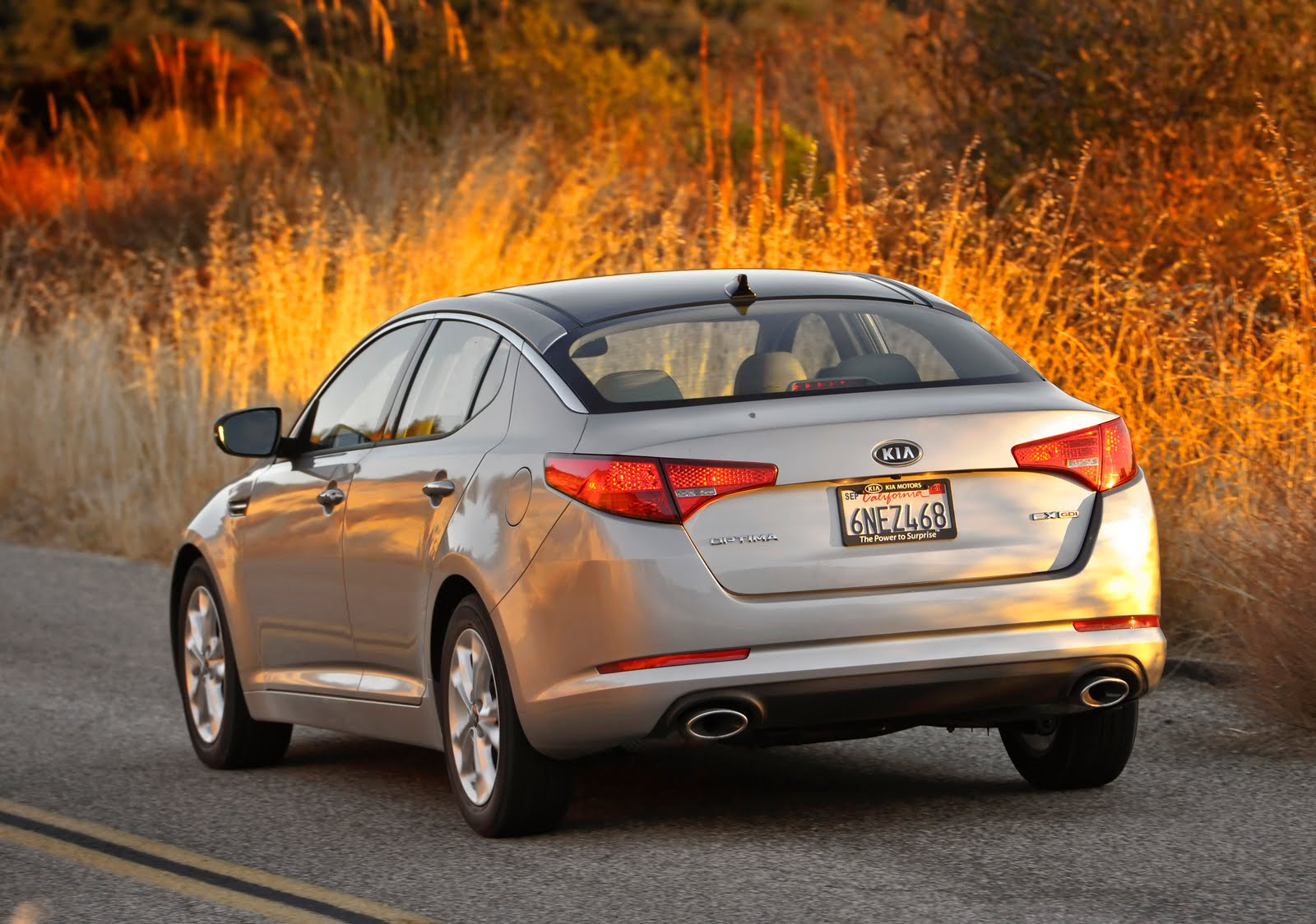 new and modern cars: 2011 Kia Optima Officially Launched in the US