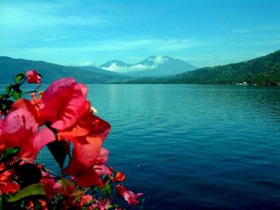 http://4.bp.blogspot.com/_D5TxtsY69D0/TNxyEfyshPI/AAAAAAAAG8Y/h-t8FmwyX_c/s1600/danau-singkarak1.jpg