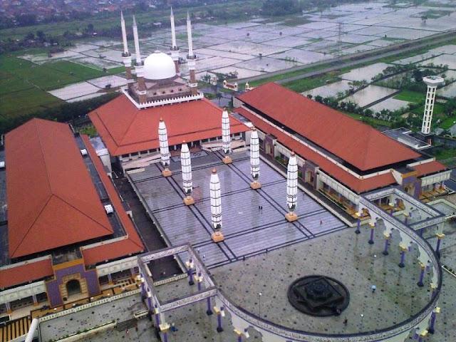 http://4.bp.blogspot.com/_D5TxtsY69D0/TRbKyszhf9I/AAAAAAAAHjU/F__HAfbmltk/s1600/Masjid-Agung-Semarang.jpg