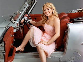 Hilary Duff in a Old Car Wallpaper