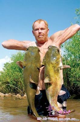 徒手釣鯰魚