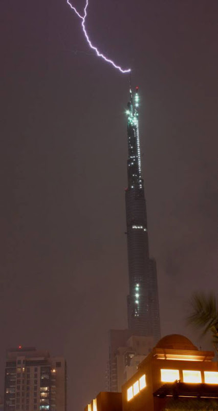 lightning strike Dubai