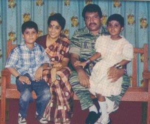 [prabhakar+family(funkyysoul.blogspot.com).jpg]