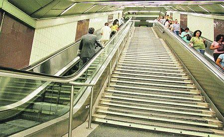 Stultifer ciudad de los muertos metro de madrid for Escaleras 8 metros precio