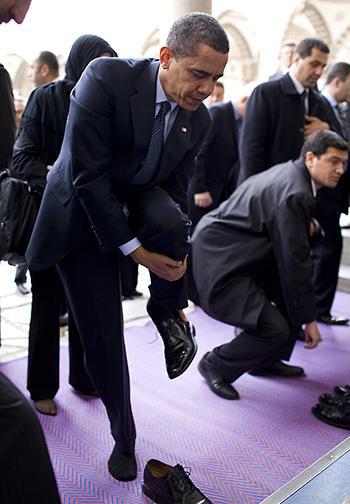 http://4.bp.blogspot.com/_D9tYg1I8jhE/TUXdUN1g77I/AAAAAAAAA4E/PJsR_rSJjV0/s640/Obama+Praying+W-Muslims.jpg