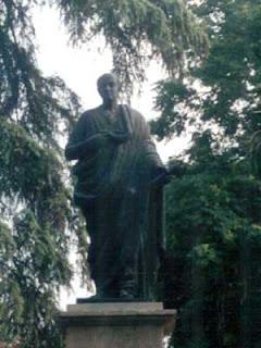 Seneca. estatua en Cordoba