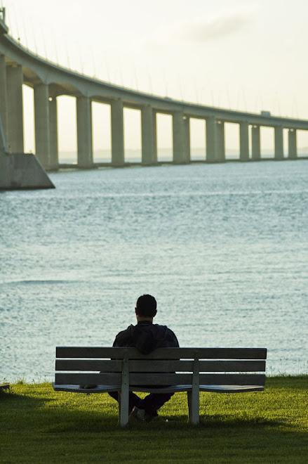 A ponte é uma passagem, mas a minha solidão é uma constante... - Ponte Vasco da Gama