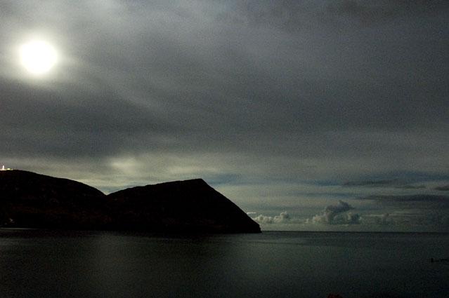 Lua Cheia sobre o Monte Brasil, Ilha Terceira, Açores