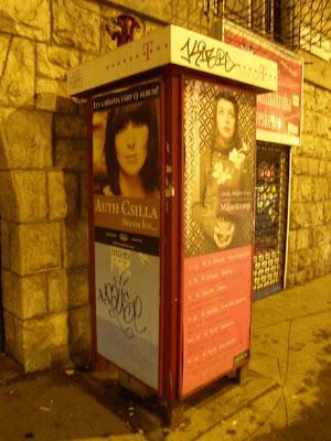 Magyar Telekom, T-mobile, Budapest,  kosz,  telefonfülkék, üzemeltetés, reklámozás, reklámok, plakátok, Deutsche Telekom, T-com