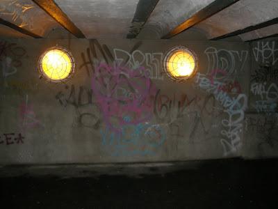 Budapest,  Dunakorzó,  Duna-korzó, Corso, blog, street-art, graffiti,  bomba Hungary, pictures, photo, fotó, kép, firka, falfirka, Budapest,  Dunakorzó,  Duna-korzó, Corso, blog, street-art, graffiti,  bomba, tag, writers, teggelés, vandalitmus, KOLEN-KO, YPG, IDY, ZS 47, FBST, SUR, IVC, FBMDO, teg, teggel, tegger