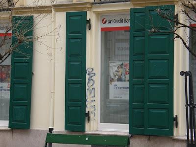 Budapest,  blog, Unicredit Bank, V. kerület,  Fehérhajó utca, writers,  tag,  teg,  street-art Unicredit Bank Fehérhajó utcai fiók 1052 Budapest, Fehérhajó u. 5.