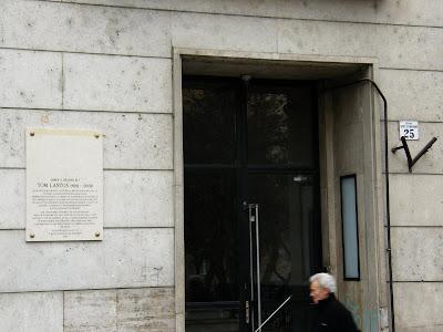 memorial tablet, Tom Lantos, Budapest,  Hungarian-American Congressman, Szent István park 25, XIII kerület, XIII. ker,  képviselő, USA, plaque, memorial tablet