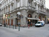 Budapest, Hajós utca, kocsma, M M restaurant, vendéglő,  Opera, Pub, Sandokan, Szándokán, VI. kerület, étterem