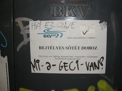 BKV Zrt, Kétfarkú Kutya Párt, Astoria, VI. kerület, rejtélyes sötét doboz, Budapest, plakát, vicces,  vicces, mkkp