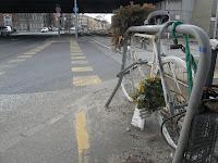 Budapest,  Kőbányai út, Horog utca, ghost bike, X. kerület,    Gyárdűlő,  bringaút, bicikliút, veszélyes, sarok, kereszteződés, balesetveszély, baleset, halálos