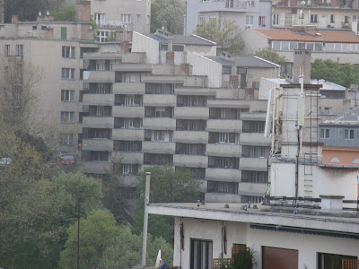 ötletes, ötlet,Buda, Budapest, I. kerület, Krisztinaváros, lépcsősház, Naphegy, Naphegy utca, tömbház, lakóház, modernista, Orvos utca, rejtély, tito