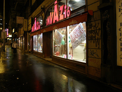 vásárlás, olcsó,  invázió,  butik, shopping center,  Kossuth Lajos utca,  Belváros, V. kerület, leárazás, szél, sale