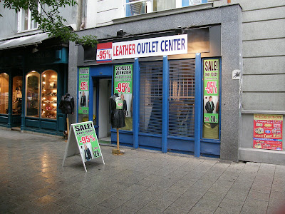 Váci utca, bóvli, V. kerület, Belváros, bevásárló utca, elegáns, shopping street, Budapest, Downtown, leather, olcsó, műbőr, shop, vicces