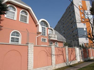 Budapest, Magyarország, barbed wire, Zugló, Vezér út, lakótelep, rózsaszín, szögesdrót, Hungary