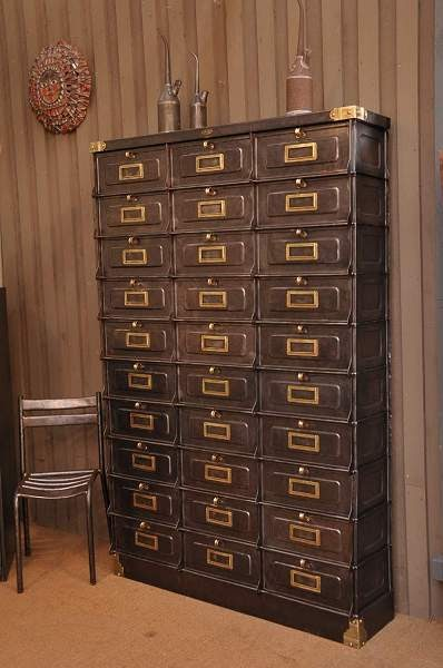 le grenier brocante industrielle meuble industriel en m tal clapets strafor. Black Bedroom Furniture Sets. Home Design Ideas