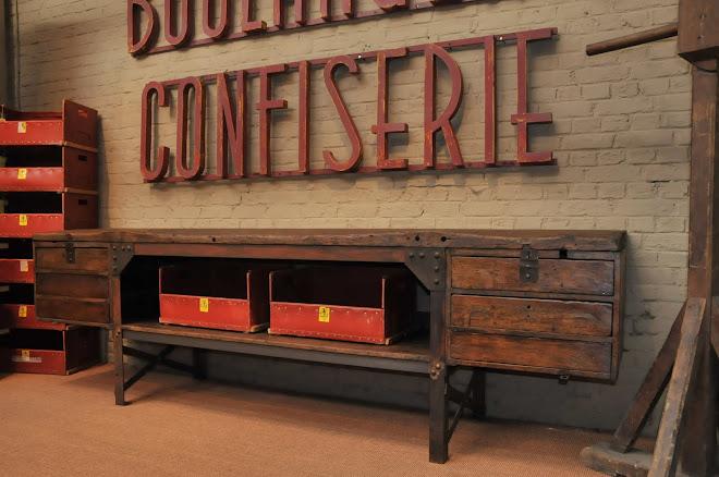 Le grenier brocante industrielle meubles de metier tiroirs - Brocante meuble industriel ...